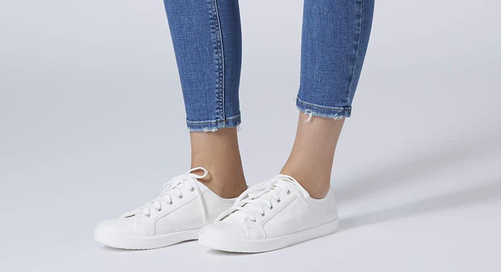 zapatillas-blancas-de-Topshop